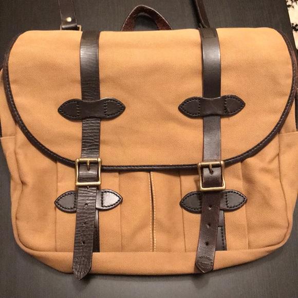 Filson Other - Filson medium-sized twill field bag.